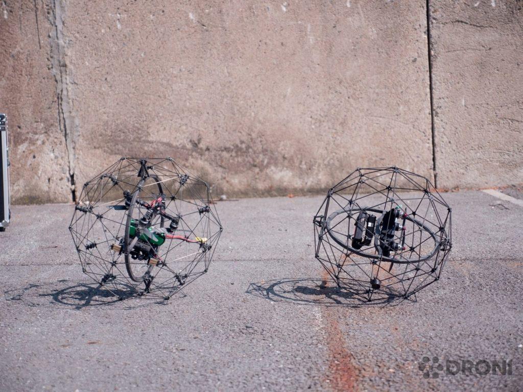 Novější a starší verze drona Flyability